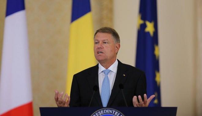 """Foto: """"Astăzi, națiunea noastră este în doliu. Un mare om de stat și un mare român a plecat dintre noi"""""""