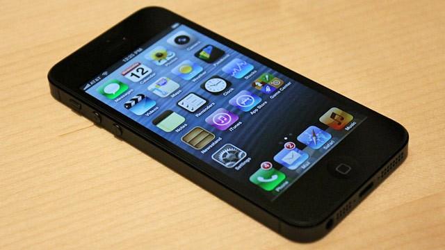 Foto: TELEKOM VINDE smartphone-uri de la 1 leu! Iată cât te costă un iPhone