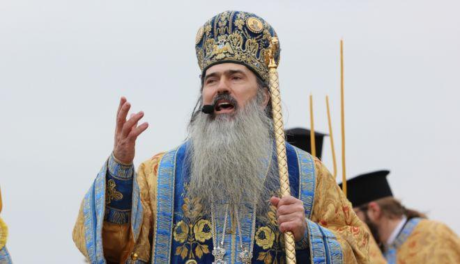 """Foto: IPS Teodosie face o vizită misionară la parohia """"Sfântul Ioan Botezătorul"""""""