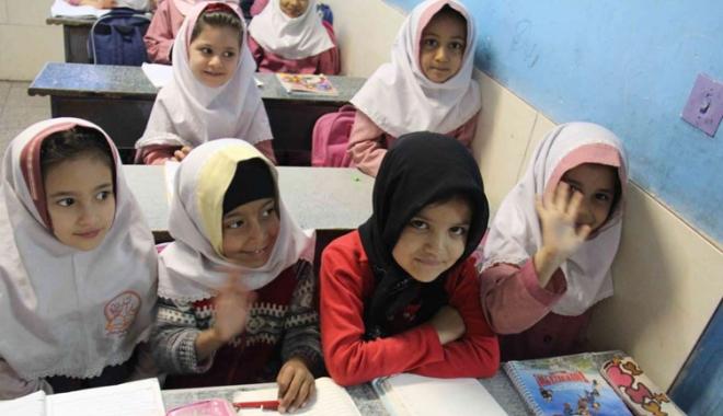 Foto: Iranul interzice limba engleză în școlile primare