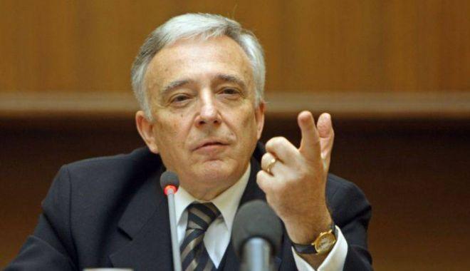Foto: Mugur Isărescu: Salariile ar trebui să crească prin forţa pieţei, nu să fie majorate de către politicieni