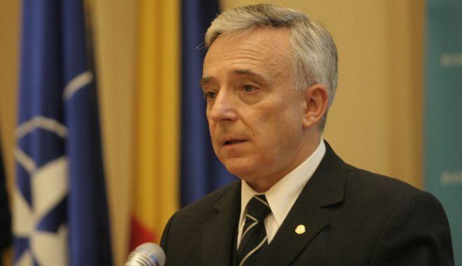 """Foto: Mugur Isărescu, premiat de Universitatea """"Ovidius"""""""