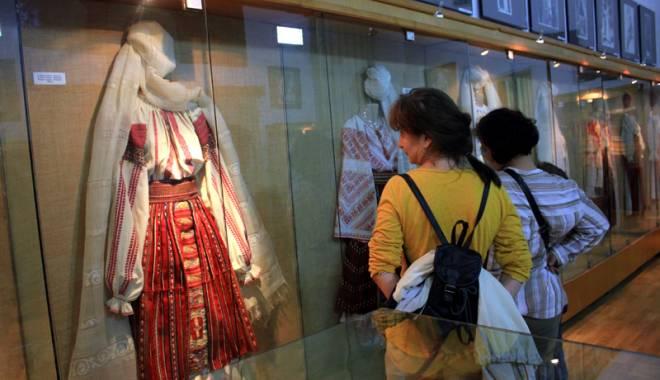 Foto: Colecţie de ii, la Muzeul de Artă Populară