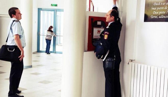 Foto: Reprezentanţii ISU Dobrogea, controale în hotelurile şi cluburile de pe litoral
