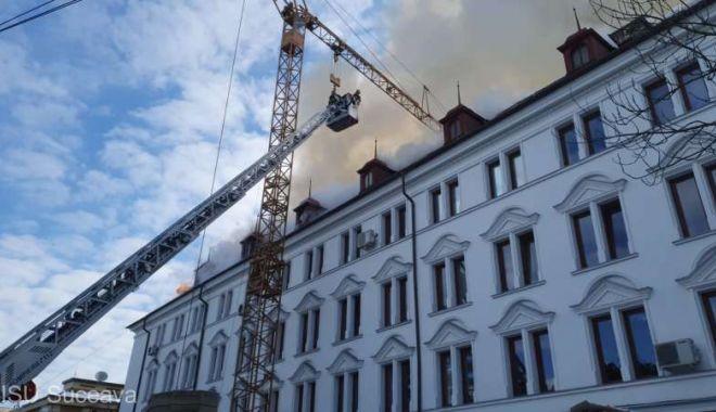 Incendiu la acoperişul clădirii Palatului Administrativ din Suceava - isusuceavaacl6martie-1615018886.jpg