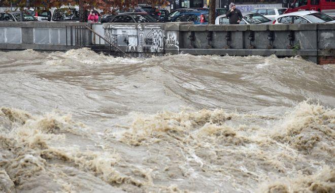 Foto: Italia, paralizată de furtuni şi ploi. Patru oameni au murit