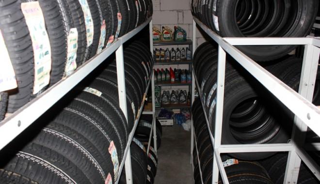 Foto: Îţi pregăteşti maşina de iarnă? Fii atent să nu  îţi iei ţeapă cu antigelul şi anvelopele de iarnă