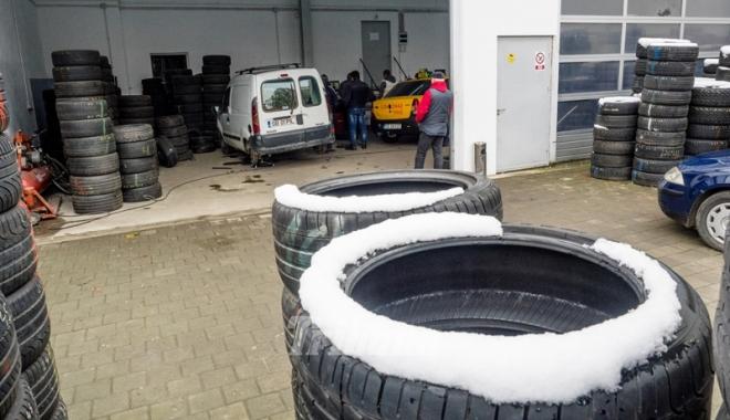 Foto: Tremuri de frig la locul de muncă? Ce măsuri trebuie să ia angajatorul pe timpul iernii