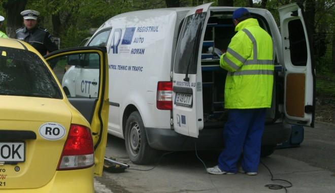 Foto: Opel cu ITP fals, descoperit la Negru Vodă
