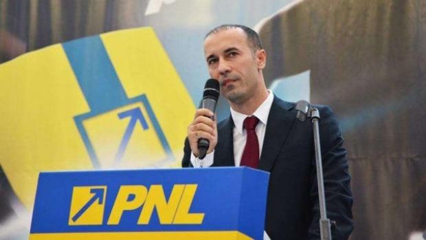 """Foto: Iulian Dumitrescu, PNL: """"O moţiune simplă pe educaţie va fi depusă marţi la Senat"""""""