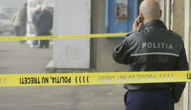 Foto: JAF CA-N FILME, LA O BANCĂ! Hoţii au aruncat în aer bancomatele şi au furat banii