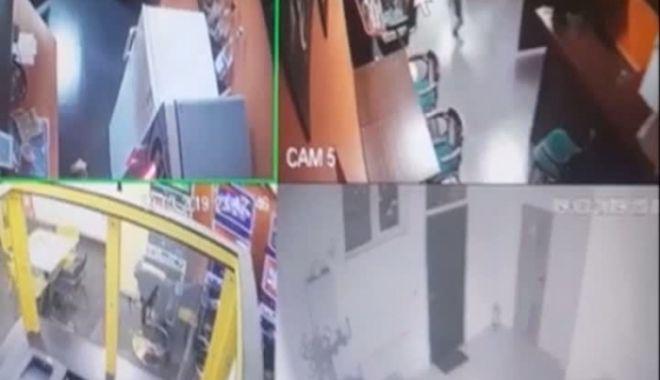 Jaf ca în filme: Trei persoane mascate au spart cu un baros seiful unei case de pariuri - jafgj07115600-1560412611.jpg