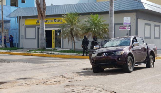 Foto: Jaf mai ceva  ca în filme, la  o bancă! 14 oameni au fost omorâţi