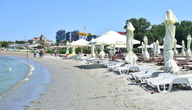 Foto: Jaf pe plajă. O turistă a rămas fără rucsac, telefon şi cheile  de la maşină