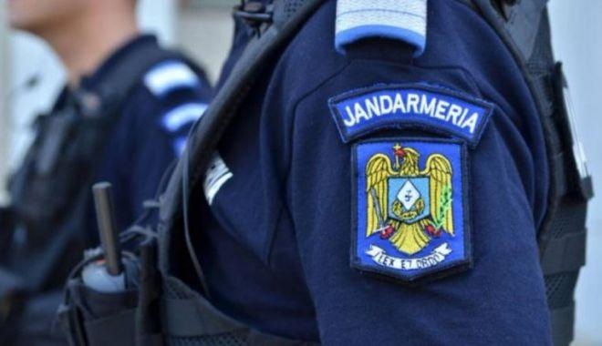 Foto: Un jandarm a ajuns la spital, după ce a fost împușcat de un coleg