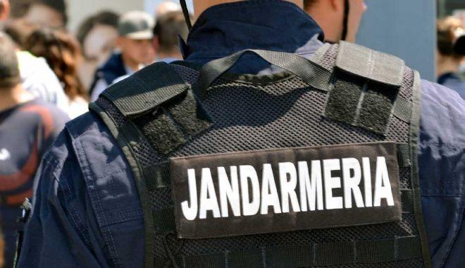 Foto: Tânăr prins de jandarmi după ce încercat să tâlhărească o femeie