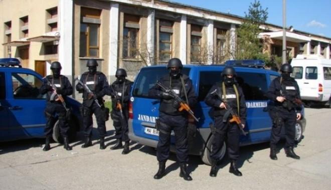 Manifestări ale jandarmilor constănțeni cu ocazia Zilei Armatei Române - jandarmi-1351086287.jpg