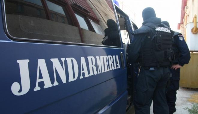 Foto: Patru indivizi, prinşi după ce au furat curent la Cenavodă