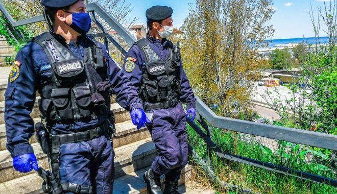 Depistați la pescuit, cu unelte ilegale. Jandarmii au luat măsuri - jandarmi-1593070185.jpg