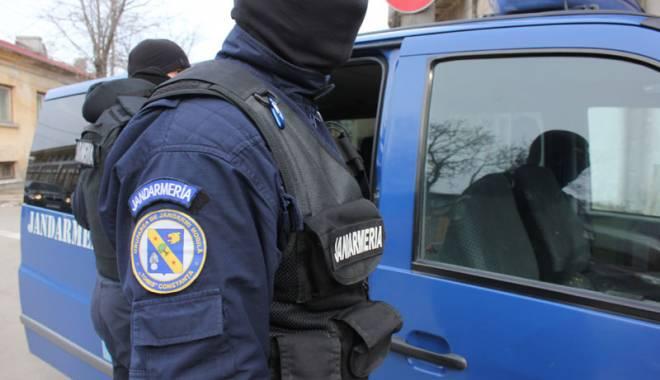 Foto: Sute de jandarmi, pe străzile din Constanţa