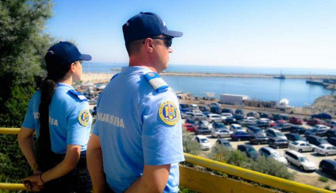 Foto: Jandarmii, la datorie, pe străzi şi în parcuri, în weekend
