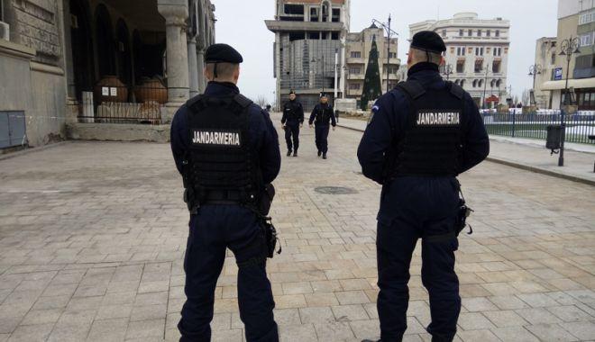 Foto: Jandarmii constănţeni asigură ordinea publică la examenul de bacalaureat