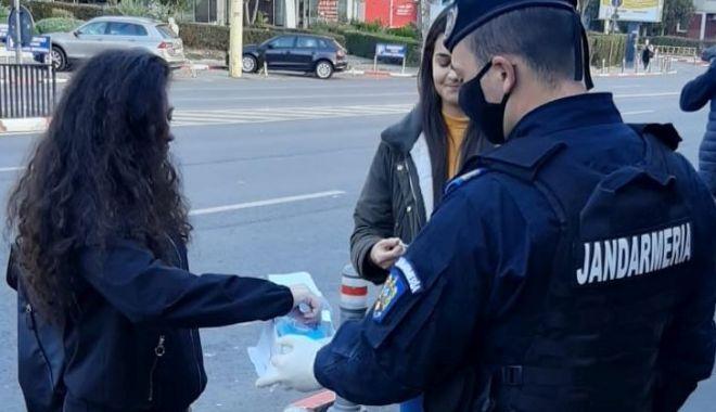 Prinși cu droguri, în cartierul Poarta 6, la intrare în Port - jandarmidroguri2-1612206111.jpg