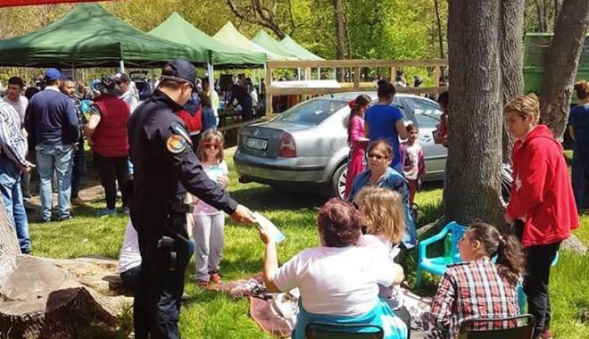 Foto: Jandarmii au ieşit la picnic cu constănţenii