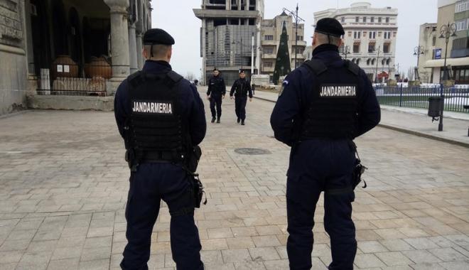 Foto: Jandarmii constănţeni, prezenţi în şase centre de examinare la Bacalaureat