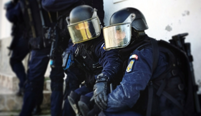 Foto: Jandarmii din Constanţa, în topul confiscării mărfurilor de contrabandă
