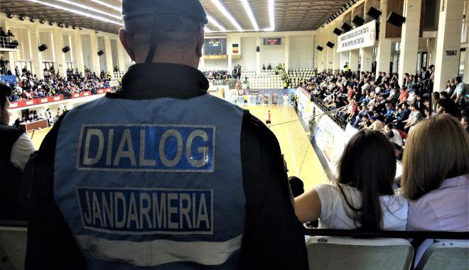 Foto: Jandarmii constănţeni prezenţi în mijlocul comunităţii pentru asigurarea ordinii publice la manifestări sportive