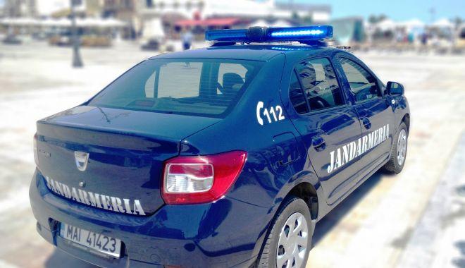 Foto: Jandarmii supraveghează buna desfășurare a examenului de bacalaureat