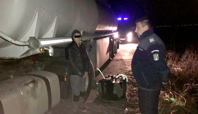 """Foto: Jandarmii constănţeni le-au stricat tiriştilor """"afacerile"""" cu motorină"""