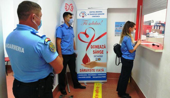 Foto: 40 de jandarmi au donat sânge. Îndemn pentru constănțeni să le urmeze exemplul!