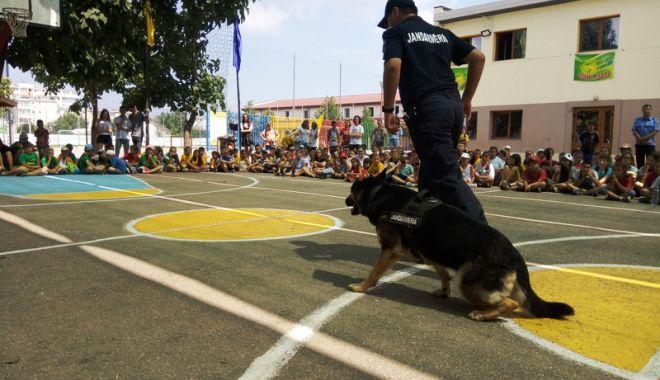 Jandarmii constănţeni, alături de copii în timpul vacanţei de vară - jandarmiiconstanteni-1532105523.jpg
