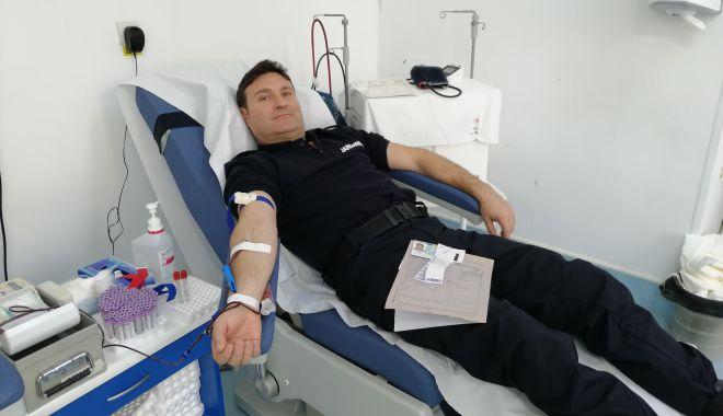 Foto: Jandarmii constănţeni au donat sânge pentru semenii lor