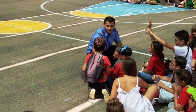 Jandarmii constănţeni, alături de copii în timpul vacanţei de vară - jandarmiiconstanteni1-1532105537.jpg