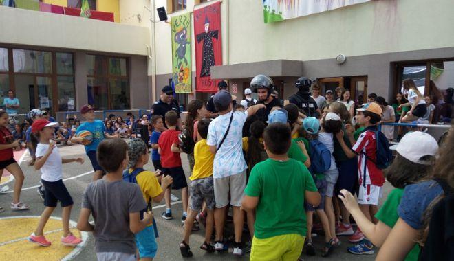 Jandarmii constănţeni, alături de copii în timpul vacanţei de vară - jandarmiiconstanteni2-1532105560.jpg