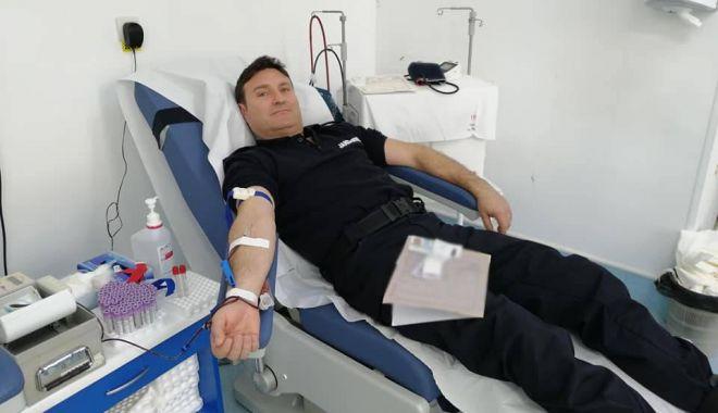 Foto: Misiune de salvare de vieți: jandarmii constănțeni donează sânge!