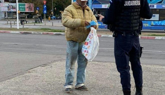 Bărbat care ar fi trebuit să fie în IZOLARE LA DOMICILIU, găsit la Gara Constanța - jandarmimasca1-1620824527.jpg