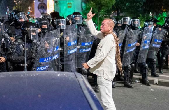 Foto: Violenţele de la mitingul din 10 august. Colonei şi comisari urmăriţi penal