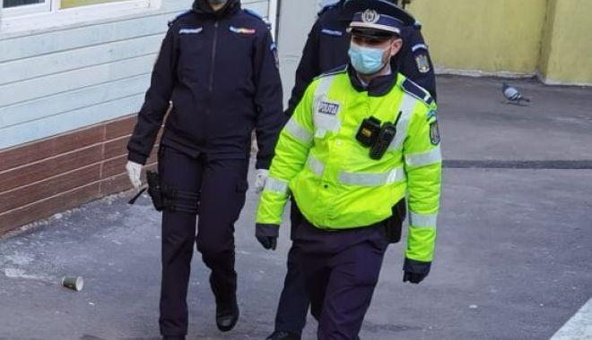 Sute de amenzi date de jandarmi celor care nu poartă masca de protecție - jandarmisanctiuni2-1616783957.jpg