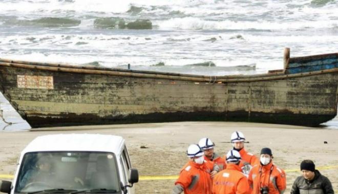 """Foto: APARIŢIE MACABRĂ! O corabie """"fantomă"""", plină de schelete umane, apărută pe ţărm"""