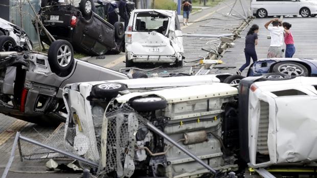 Foto: După taifun, cutremur. Opt morţi şi zeci de dispăruţi în Japonia, după un puternic seism!