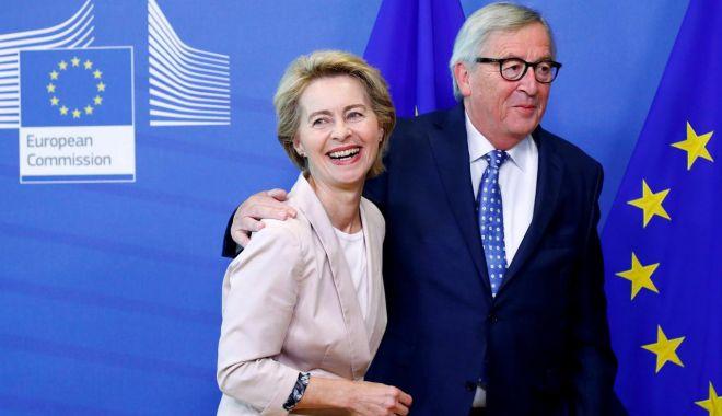 """Foto: Jean-Claude Juncker spune că Ursula von der Leyen este o """"europeană adevărată"""""""