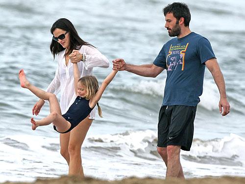 Ben Affleck și Jennifer Garner, părinți pentru a treia oară - jennifergarnerbenaffleckviolet-1314130972.jpg