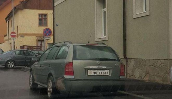 """Foto: """"Şofer"""" internat direct la psihiatrie, după un control în trafic! Maşina şi actele sale arătau într-un mare fel!"""