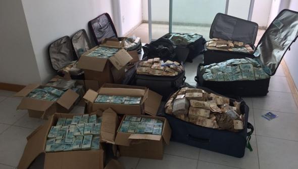 Foto: 16 milioane de dolari găsiți în apartamentul unui fost ministru