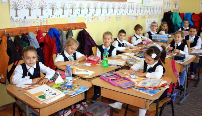 Foto: �nscrieri cu strig�turi la clasa preg�titoare. P�rin�ii fac presiuni pentru anumite �nv���toare