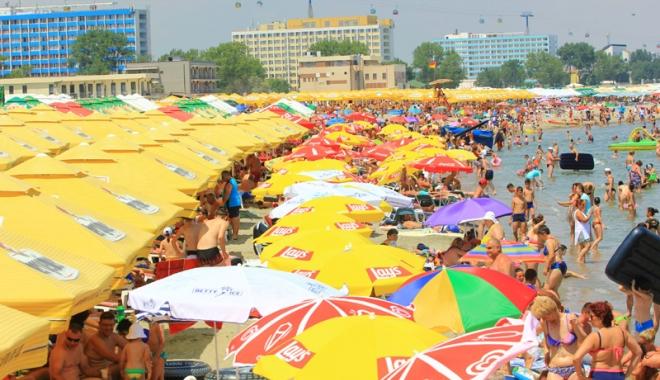 Foto: Şezlongurile au ocupat plajele! Turiştii nu mai au unde să-şi aşeze prosoapele